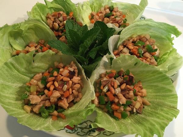 豚肉と野菜のレタス包み